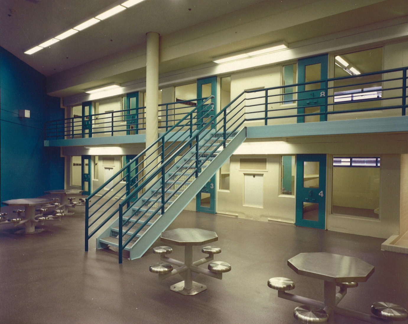 correctional facilities Prison facilities: the 145 prison facilities within the florida department of corrections are divided into major institutions, annexes, work camps, work release centers, and road prisons.